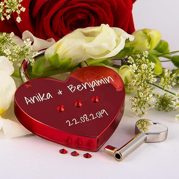 Rotes Herz mit Swarovski Kristallen